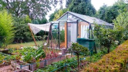 Myfood-Smart-Solar-Aquaponic-Greenhouses-889x667