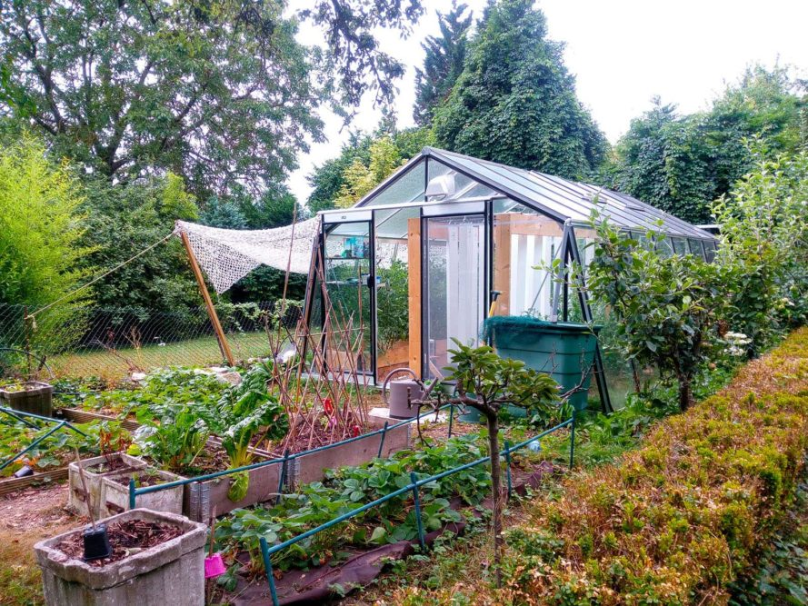 Myfood-Smart-Solar-Aquaponic-Greenhouses-889x667